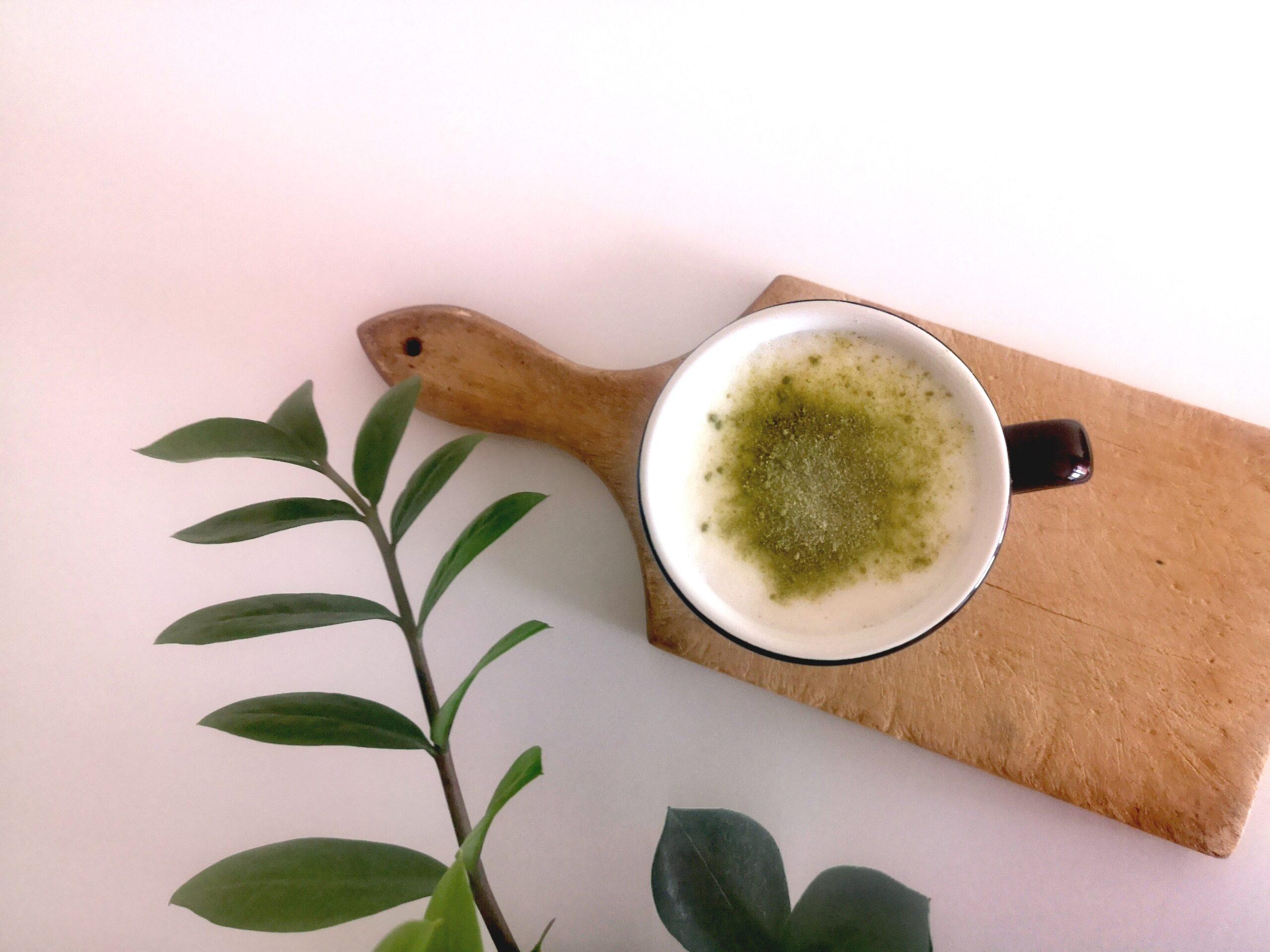 Kawa z miałkim zielonym owsem